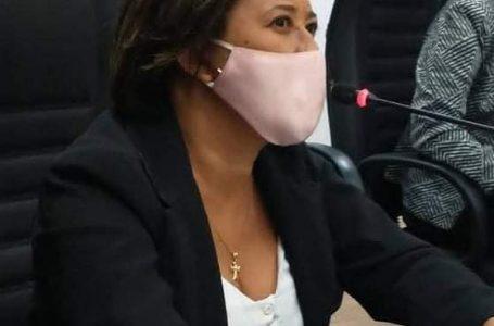 """Candeias: vereadora """"nomeia"""" marido como co-vereador, pede carterinha e kit parlamentar"""