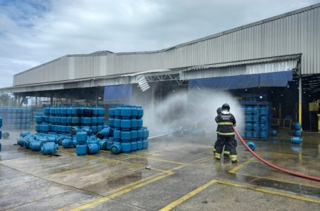 S.F.Conde: Bombeiros do 14º GBM atuam em explosão em fábrica de envase de GLP